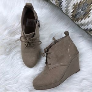 Dolce Vita Lace Front Tan Chunky Wedge Booties